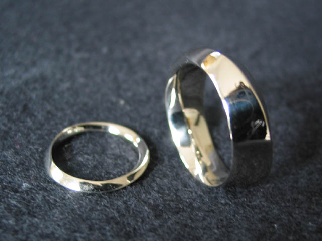 3 Turn Mobius Wedding Bands